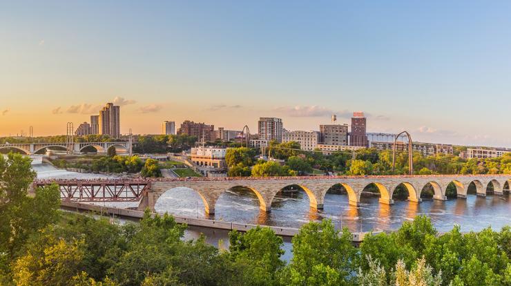 Scenic picture of Minneapolis stone arch bridge