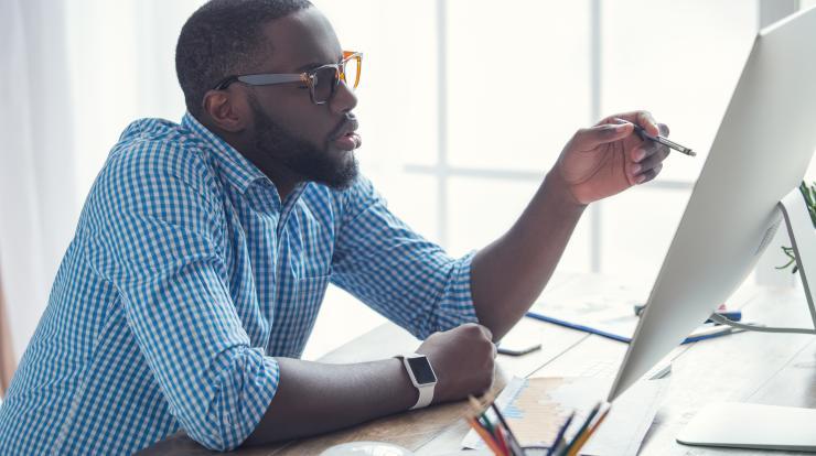 employer looking at labor market data online